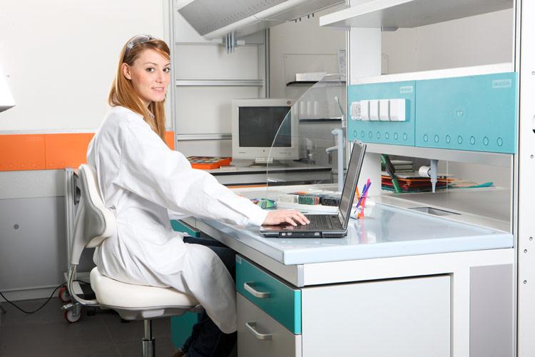 estaciones y superficies de trabajo para laboratorio
